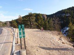 Rock Climbing Photo: Trail head w/ road marker