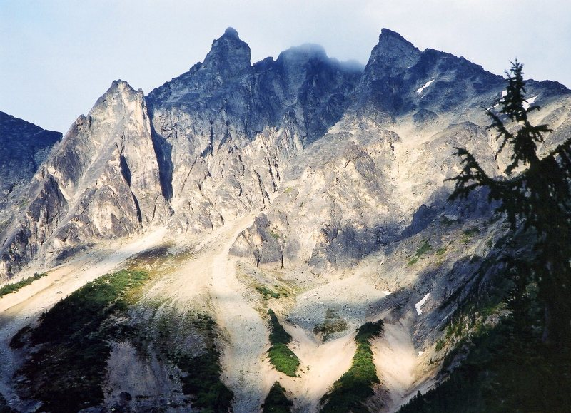 Rock Climbing Photo: The walls and towers of Mt Athelstan seen from Sal...