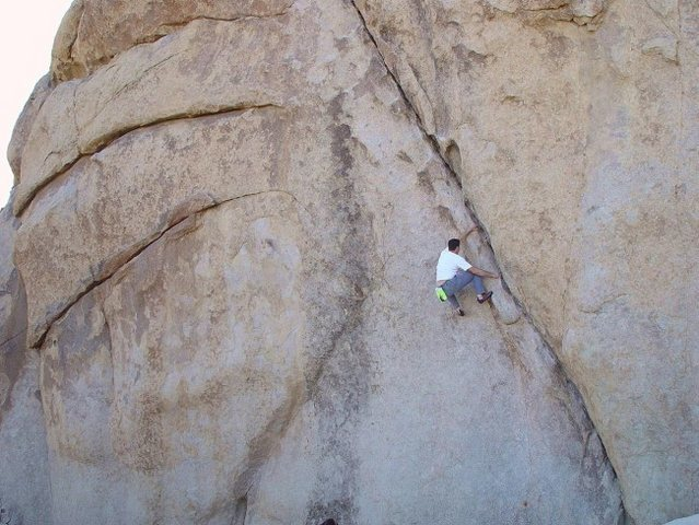 Paul Parker on a breathtaking solo of Left Ski Track 5.11a - Joshua Tree National Park<br>