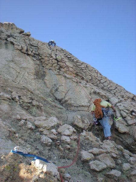 Rock Climbing Photo: Chickenhead hiking on running belay around pitch 4