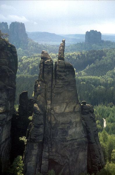Germanys &quot;Monument Valley&quot;:<br> The &quot;Brosinnadel&quot; in the &quot;Affensteine&quot; area. First accent in 1897.<br> &quot;Hoher Torstein&quot; (left) and &quot;Falkenstein&quot; in the background.
