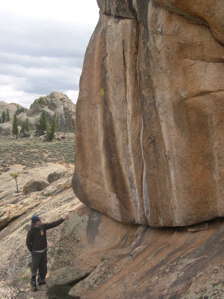 Tim Foulkes, WSC alumni, points out a 5.13 crack @ Hartmans, that possibly has never been redpointed. This is on the Automart rock.