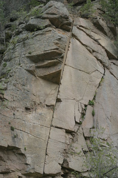 The line takes the right-leaning finger crack past the dihedral.