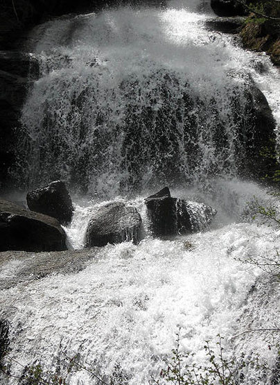 Lone Pine Creek Cascade.<br> Photo by Blitzo.