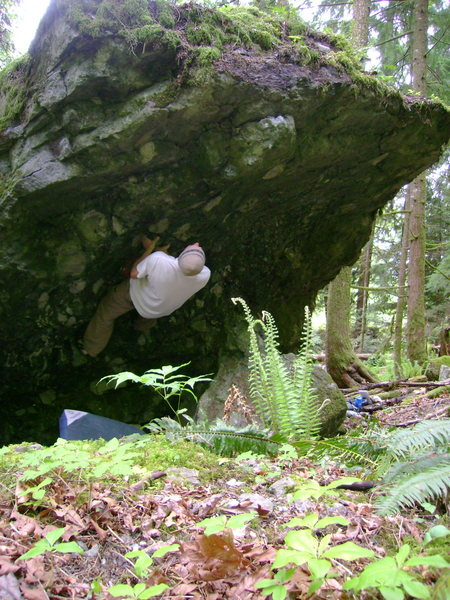 Rock Climbing Photo: On the big undercling.