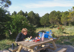 Rock Climbing Photo: Breakfast outside the refugio at La Mussara