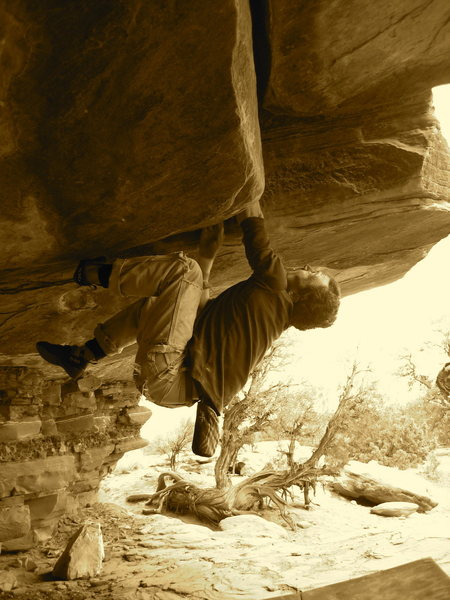 Rock Climbing Photo: Dave Bragg pulling the roof of Crackhouse, Moab