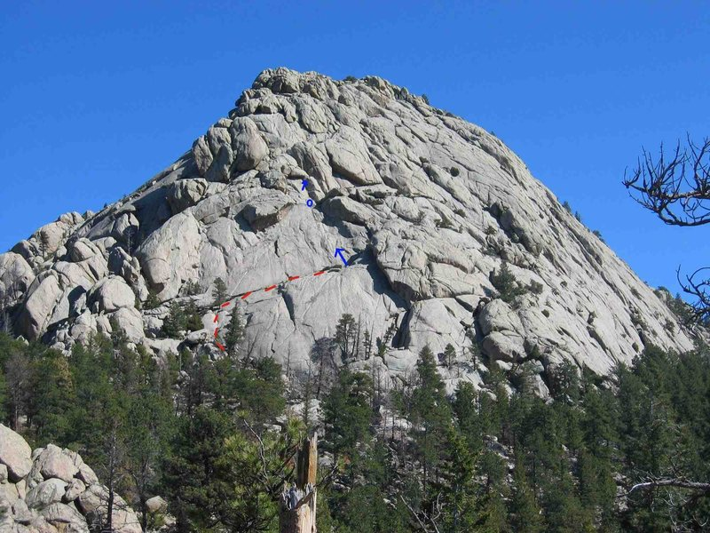 Route in blue (belay at circle), scramble up in red.
