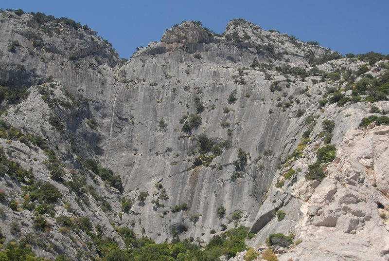 the Poltrona with one and multi pitch sport climbs