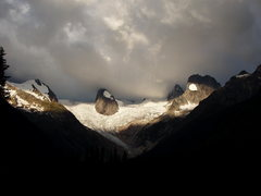 Rock Climbing Photo: Hounds Tooth, Snow Patch Spire, Pigeon Spire,