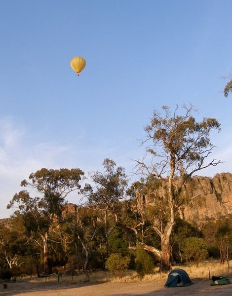 Rock Climbing Photo: Balloon over Yellow Gum campground with Organ Pipe...