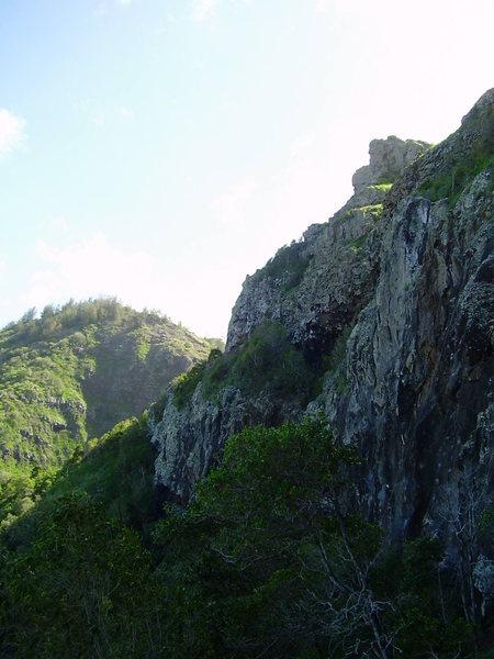 Rock Climbing Photo: Mokuleia Wall, looking east