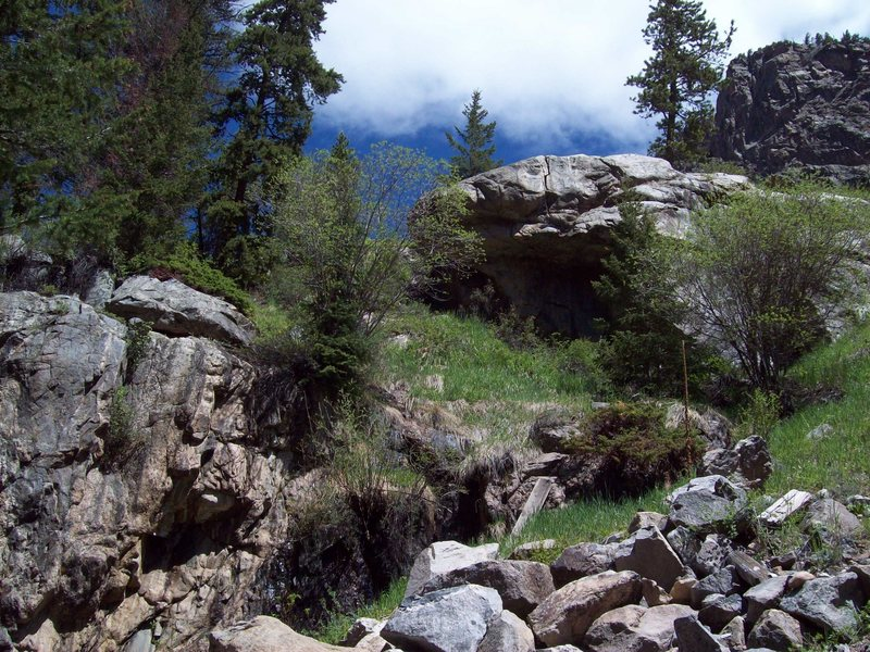 Compensation Crag, left, Al Cap, center, and Ra, right, in the distance. Al Cap sits just below the large roadway pull-out.