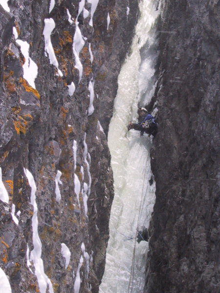 Rock Climbing Photo: Leading The Skylight, Camp Bird Road. 2002.