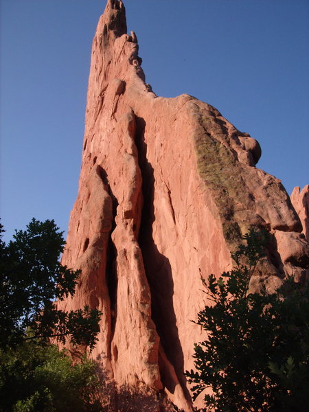 Rock climbing photo montezuma 39 s tower in garden of the gods colorado adventures for Garden of the gods rock climbing