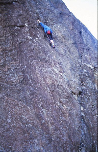 Gary Latter soling a good 5.10a on Wave Buttress.