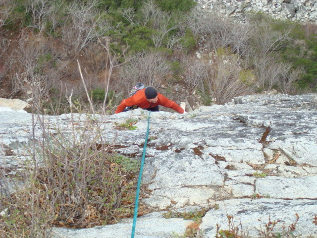 Rock Climbing Photo: Coming up to the belay of the first pitch