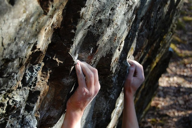 Rock Climbing Photo: Some classic crimps at Frostbite