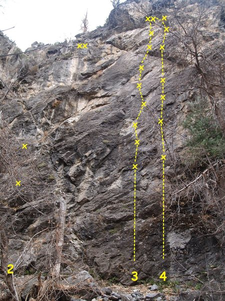 Santaqueen Wall<br> 2. <em>project</em><br> 3. [[106453503]] 5.10a<br> 3. [[106458080]] 5.10