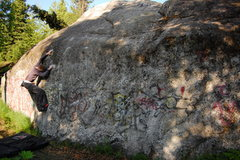 Rock Climbing Photo: The unknown V4 at Hilltop.