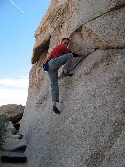 Rock Climbing Photo: Intersection Traverse (V1), Joshua Tree NP