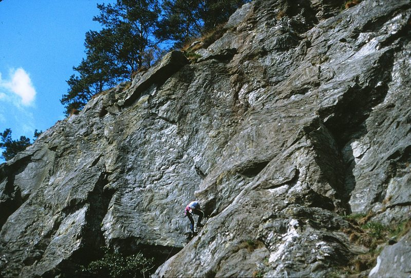 A climber approaching the overlap on Holly Tree Groove