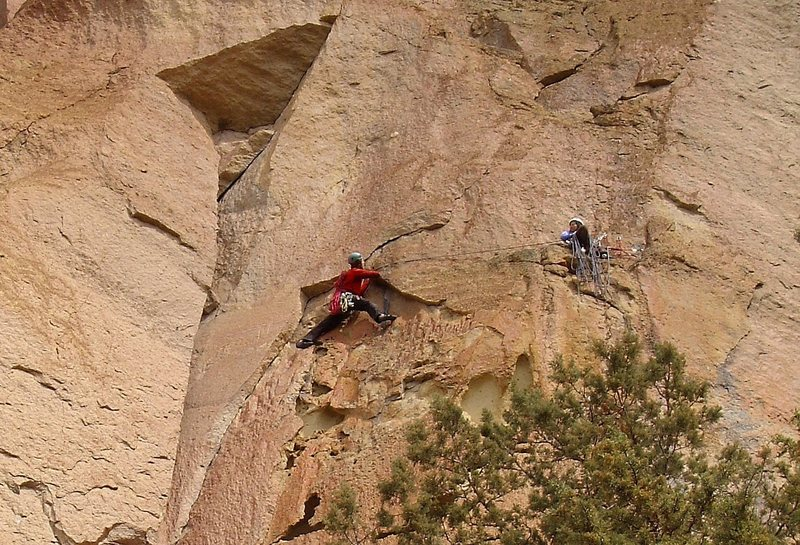 Following pitch 1 of Chimney De Chelly on Mesa Verde Wall.  Nice line but doesn't quite measure up quality-wise to the other trad 10- lines here (Trezlar & Tale).