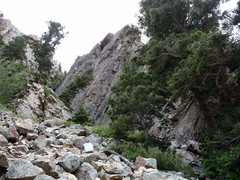 Rock Climbing Photo: The Lonely Challenge Wall. Broken Dreams ascends t...