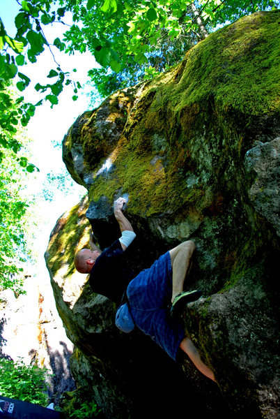 Rock Climbing Photo: Working up to the inverted V pinch on The Siren.