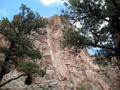 Rock Climbing Photo: Looking up at pitch 1 watergroove, from between th...