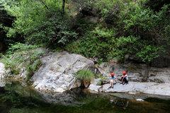Rock Climbing Photo: Eugenia & Elizabeth relax between routes at Wheele...