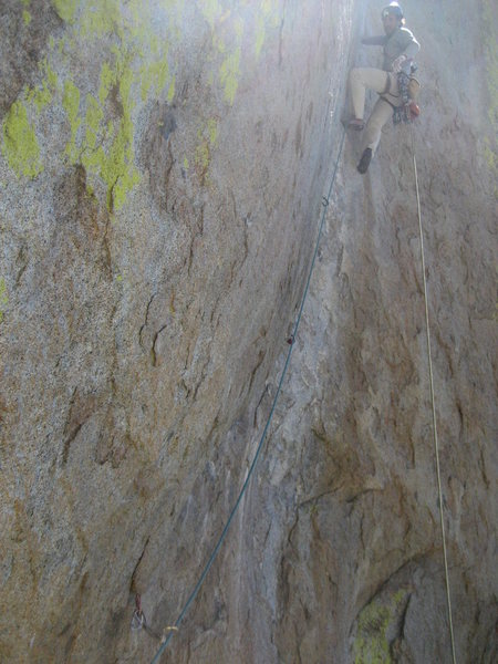 Jordi enjoying his great lead of the third pitch. The yellow rope shows the vertical.