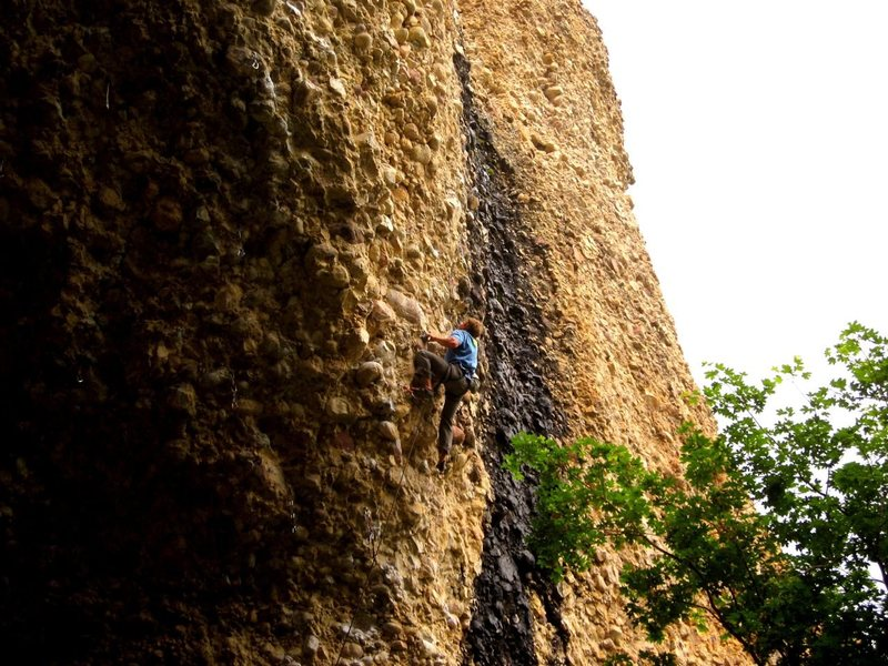 Rock Climbing Photo: Ryan pulling out of the cave on DELIVERANCE 12c