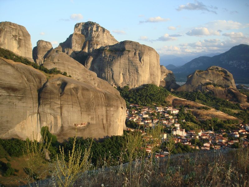 The town of Kastraki nestled between the monoliths of Meteora.