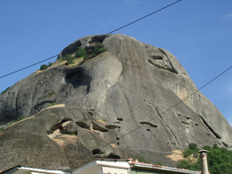 Rock Climbing Photo: This is the northwestern side of Ambaria.  The cli...