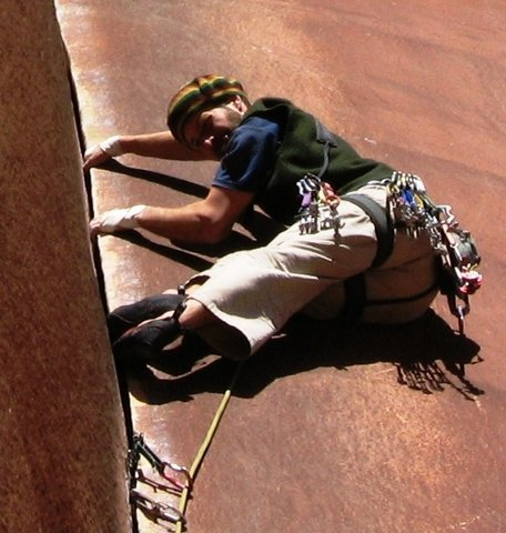 Rock Climbing Photo: Paul dándola toda en este bonito diedro.