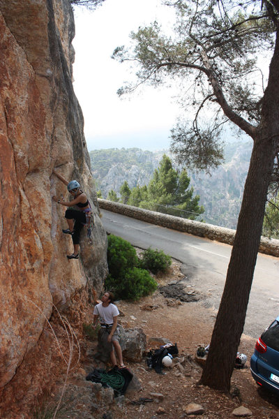Rock Climbing Photo: Anna at the start, her left hand using the wide cr...