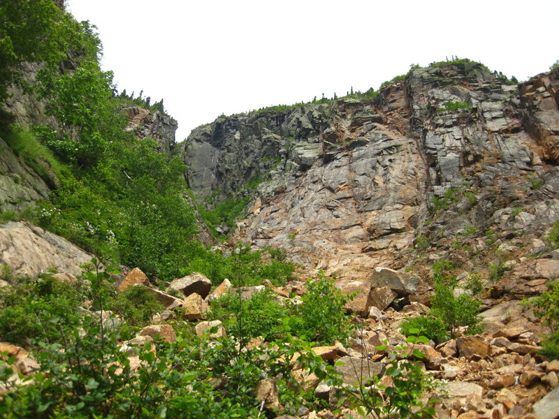 Rock Climbing Photo: The first buttress above the slab, left side.