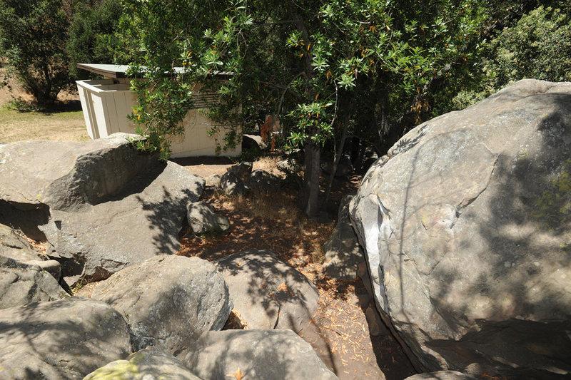 Pissoir Boulder and the pissoir, Skofield Park.