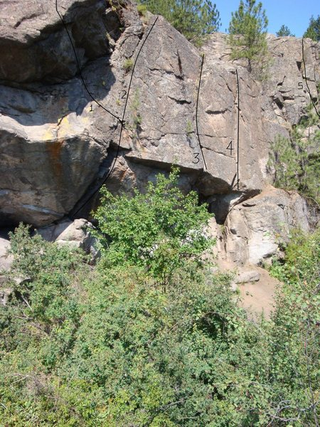 Minne main wall, far right<br> 1. Alfred Hitchcock Presents (5.11+)<br> 2. Tree Crack (5.10b)<br> 3. Strawberry Jam (5.10d)<br> 4. Jam Crack (5.8)<br> 5. Open Book (5.6)
