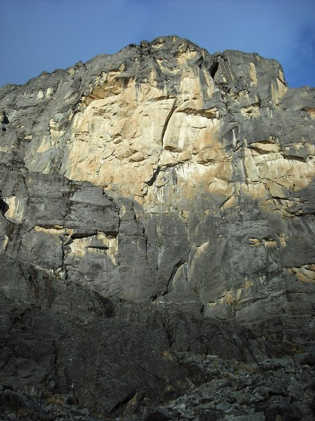 Rock Climbing Photo: En El Tambo follows the obvious corner up the midd...