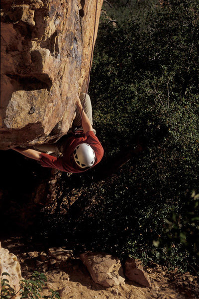 Matthew Fienup pulling the crux of Grib dat Hole, Fire Crags