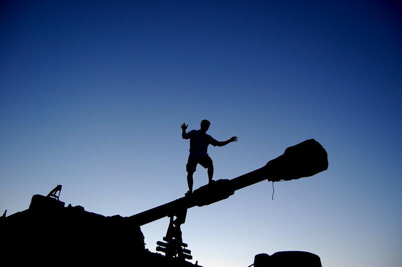 Rock Climbing Photo: Tank walking.