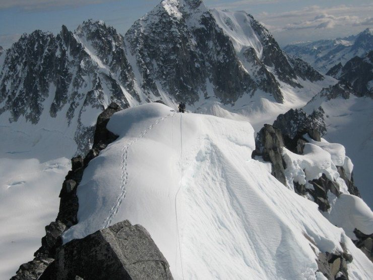 Rock Climbing Photo: The summit ridge of the Throne