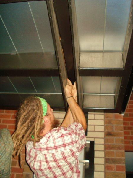 Offwidth roof crack downtown Boulder