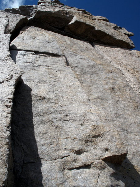 Cool Crack systems to the right of the 5.6 corner on Keyhole ridge.  Amazing if I had a rope and a partner!