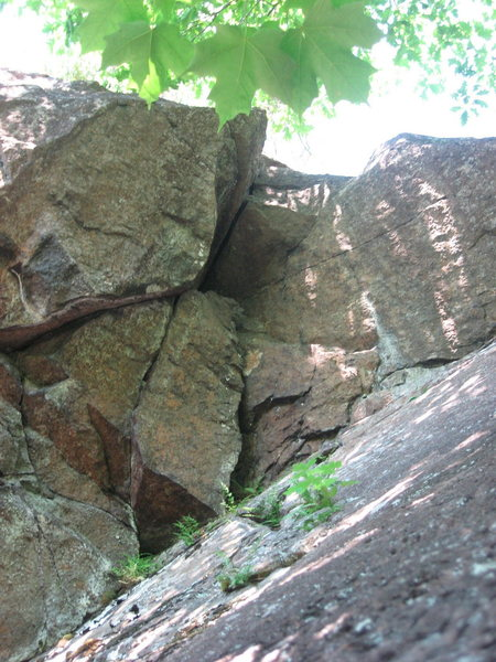 Rock Climbing Photo: The pinch-roof of Lie Detector (5.8)- June 2009