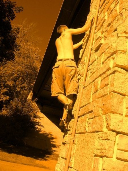 Rock Climbing Photo: Tony making his way back under the bridge (Eastern...