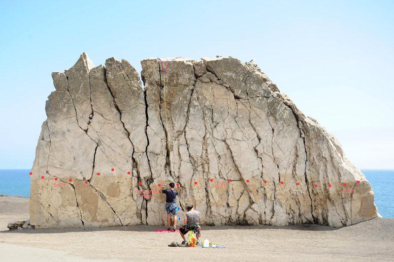 Rock Climbing Photo: The traverse (5.11+), Mugu Rock