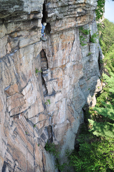 Rock Climbing Photo: In the final alcove on P1 of Pink Laurel